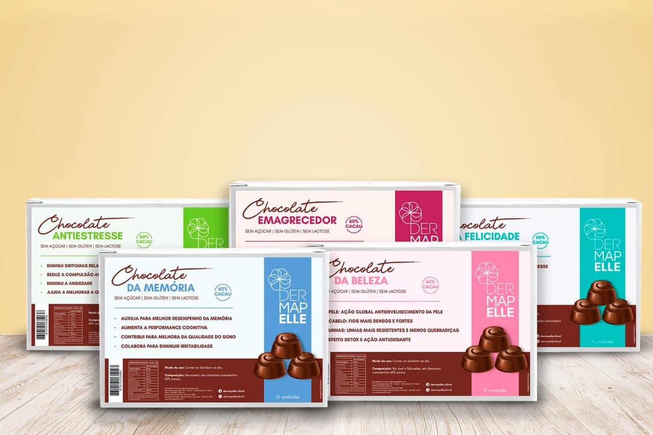 Chocolates Dermapelle agrupados sobre fundo rosa.
